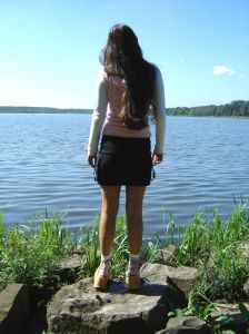 girl_at_the_lake-grzesiufm.jpg
